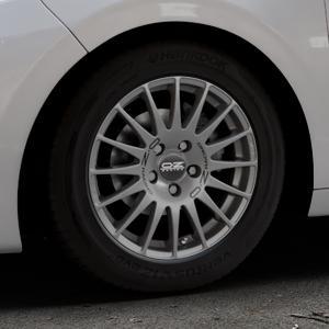 OZ RACING SUPERTURISMO GT GRIGIO CORSA Felge mit Reifen silber in 15Zoll Winterfelge Alufelge auf silbernem Peugeot 208 Typ C ⬇️ mit 15mm Tieferlegung ⬇️ Industriehalle 1 Thumbnail