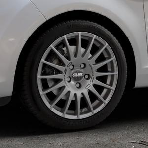 OZ RACING SUPERTURISMO GT GRIGIO CORSA Felge mit Reifen silber in 16Zoll Winterfelge Alufelge auf silbernem Ford Fiesta VI Typ JA8 Facelift ⬇️ mit 15mm Tieferlegung ⬇️ Industriehalle 1 Thumbnail