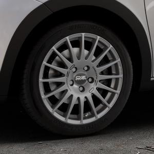 OZ RACING SUPERTURISMO GT GRIGIO CORSA Felge mit Reifen silber in 16Zoll Winterfelge Alufelge auf silbernem Renault Twingo III Typ AH ⬇️ mit 15mm Tieferlegung ⬇️ Industriehalle 1 Thumbnail