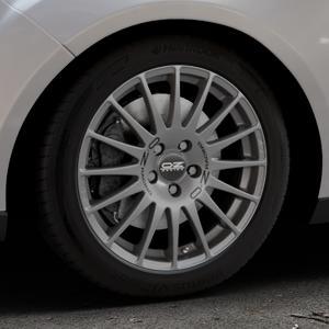 OZ RACING SUPERTURISMO GT GRIGIO CORSA Felge mit Reifen silber in 17Zoll Winterfelge Alufelge auf silbernem Ford Focus III Typ DYB Facelift (Turnier) ⬇️ mit 15mm Tieferlegung ⬇️ Industriehalle 1 Thumbnail