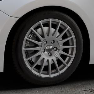 OZ RACING SUPERTURISMO GT GRIGIO CORSA Felge mit Reifen silber in 17Zoll Winterfelge Alufelge auf silbernem Mazda 3 (13-) Stufenheck (BM) Sport (17-) Facelift Fließheck ⬇️ mit 15mm Tieferlegung ⬇️ Industriehalle 1 Thumbnail