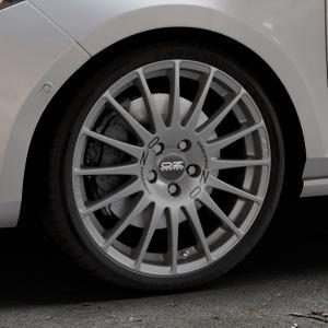 OZ RACING SUPERTURISMO GT GRIGIO CORSA Felge mit Reifen silber in 18Zoll Winterfelge Alufelge auf silbernem Ford Fiesta VII Typ JHH ⬇️ mit 15mm Tieferlegung ⬇️ Industriehalle 1 Thumbnail