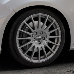 OZ RACING SUPERTURISMO GT GRIGIO CORSA Felge mit Reifen silber in 18Zoll Winterfelge Alufelge auf silbernem Ford Focus III Typ DYB Facelift (Schrägheck) 2,3l EcoBoost 257kW RS (349 PS) ⬇️ mit 15mm Tieferlegung ⬇️ Industriehalle 1 Thumbnail
