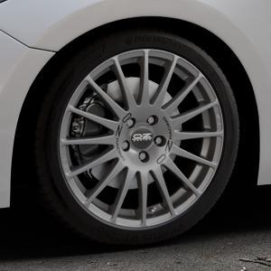 OZ RACING SUPERTURISMO GT GRIGIO CORSA Felge mit Reifen silber in 18Zoll Winterfelge Alufelge auf silbernem Mazda 3 (13-) Stufenheck (BM) Sport (17-) Facelift Fließheck ⬇️ mit 15mm Tieferlegung ⬇️ Industriehalle 1 Thumbnail