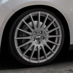 OZ RACING SUPERTURISMO GT GRIGIO CORSA Felge mit Reifen silber in 19Zoll Winterfelge Alufelge auf silbernem Ford Focus III Typ DYB Facelift (Schrägheck) ⬇️ mit 15mm Tieferlegung ⬇️ Industriehalle 1 Thumbnail