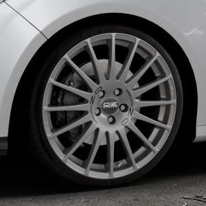 OZ RACING SUPERTURISMO GT GRIGIO CORSA Felge mit Reifen silber in 19Zoll Winterfelge Alufelge auf silbernem Ford Focus III Typ DYB (Schrägheck) (Stufenheck) Facelift ⬇️ mit 15mm Tieferlegung ⬇️ Industriehalle 1 Thumbnail