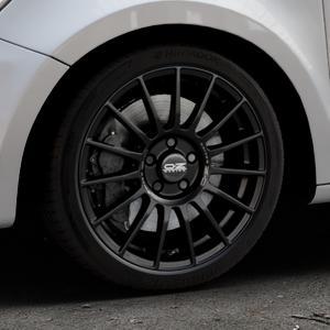 OZ RACING SUPERTURISMO LM MATT BLACK+SILVER LETTERING Felge mit Reifen schwarz in 17Zoll Winterfelge Alufelge auf silbernem Audi A1 Typ 8X (Sportback) ⬇️ mit 15mm Tieferlegung ⬇️ Industriehalle 1 Thumbnail