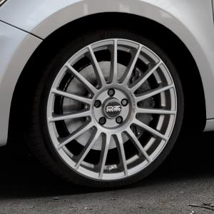 OZ RACING SUPERTURISMO LM MATT RACE SILVER + BLACK LETTERING Felge mit Reifen silber in 18Zoll Winterfelge Alufelge auf silbernem Audi A1 Typ 8X ⬇️ mit 15mm Tieferlegung ⬇️ Industriehalle 1 Thumbnail