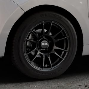 OZ RACING ULTRALEGGERA MATT BLACK Felge mit Reifen schwarz in 15Zoll Winterfelge Alufelge auf silbernem Citroen C3 Picasso ⬇️ mit 15mm Tieferlegung ⬇️ Industriehalle 1 Thumbnail