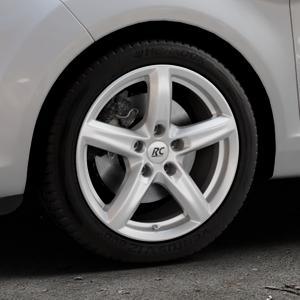 RC Design RC24 kristallsilber lackiert Felge mit Reifen in 16Zoll Winterfelge Alufelge auf silbernem Ford Fiesta VI Typ JA8 Facelift ⬇️ mit 15mm Tieferlegung ⬇️ Industriehalle 1 Thumbnail