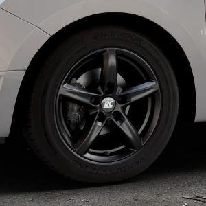 RC Design RC24 schwarz-matt lackiert Felge mit Reifen in 15Zoll Winterfelge Alufelge auf silbernem Dacia Logan II Typ SD ⬇️ mit 15mm Tieferlegung ⬇️ Industriehalle 1 Thumbnail