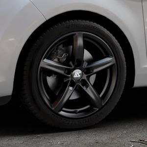 RC Design RC24 schwarz-matt lackiert Felge mit Reifen in 16Zoll Winterfelge Alufelge auf silbernem Ford Fiesta VI Typ JA8 Facelift ⬇️ mit 15mm Tieferlegung ⬇️ Industriehalle 1 Thumbnail
