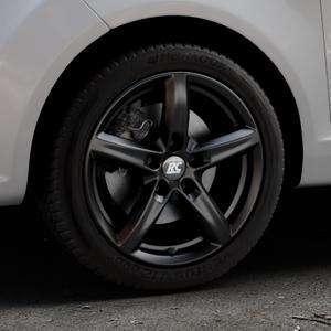 RC Design RC24 schwarz-matt lackiert Felge mit Reifen in 16Zoll Winterfelge Alufelge auf silbernem Ford Fiesta VI Typ JA8 ⬇️ mit 15mm Tieferlegung ⬇️ Industriehalle 1 Thumbnail