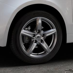 RC Design RC24 titan-metallic lackiert Felge mit Reifen grau in 15Zoll Winterfelge Alufelge auf silbernem Fiat 500 Typ 312 Cabrio Facelift ⬇️ mit 15mm Tieferlegung ⬇️ Industriehalle 1 Thumbnail