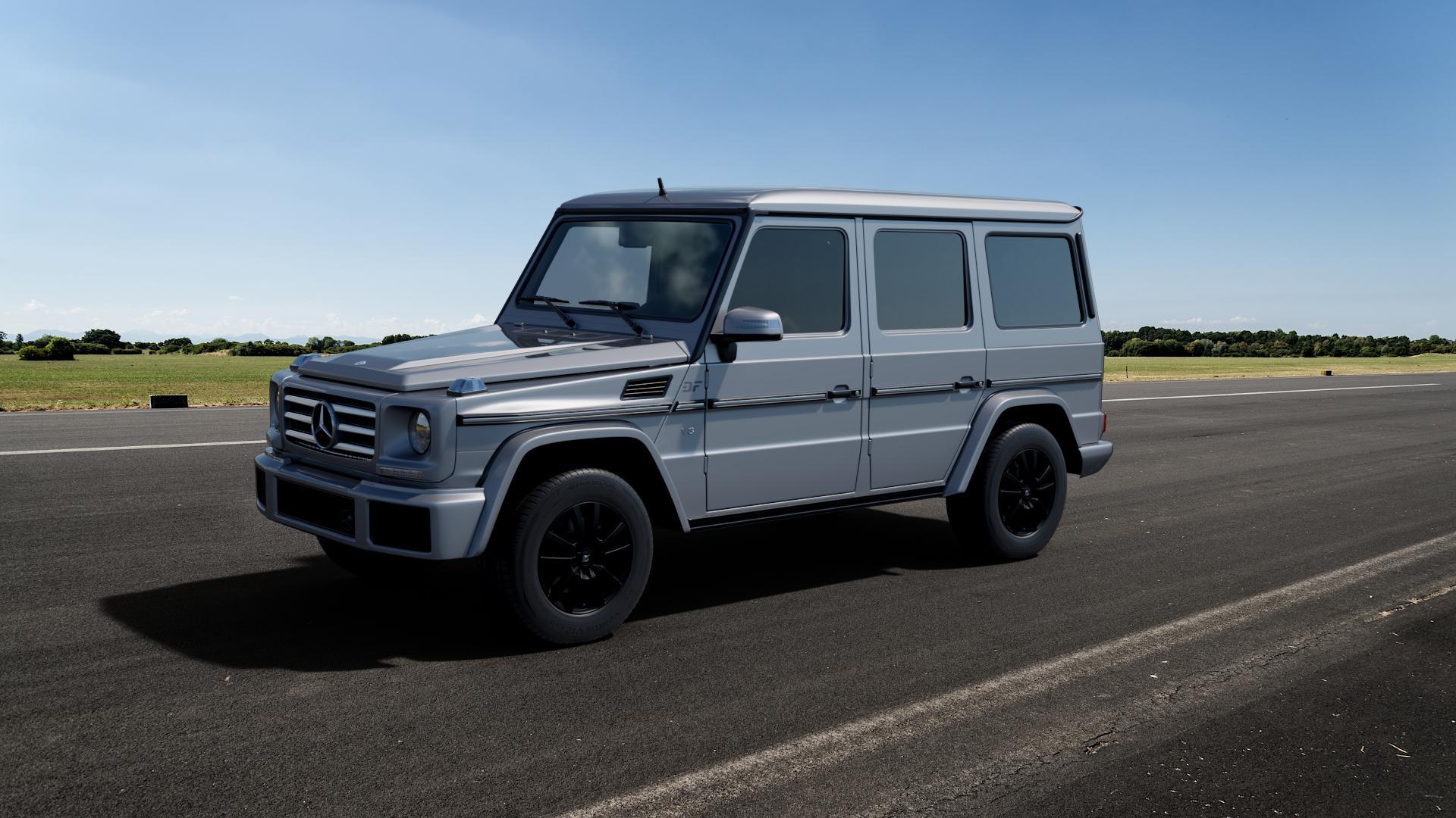 RC Design RC25 schwarz-matt lackiert Felge mit Reifen in 17Zoll Winterfelge Alufelge auf silbernem Mercedes G-Klasse Typ W463 ⬇️ mit 15mm Tieferlegung ⬇️ Big_Vehicle_Airstrip_1 Frontansicht_1