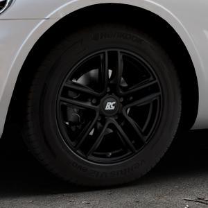 RC Design RC27 schwarz-matt lackiert Felge mit Reifen in 15Zoll Winterfelge Alufelge auf silbernem Chrysler PT Cruiser Cabriolet ⬇️ mit 15mm Tieferlegung ⬇️ Industriehalle 1 Thumbnail