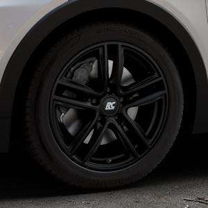 RC Design RC27 schwarz-matt lackiert Felge mit Reifen in 17Zoll Winterfelge Alufelge auf silbernem Opel Ampera-e Typ 1G0F ⬇️ mit 15mm Tieferlegung ⬇️ Industriehalle 1 Thumbnail