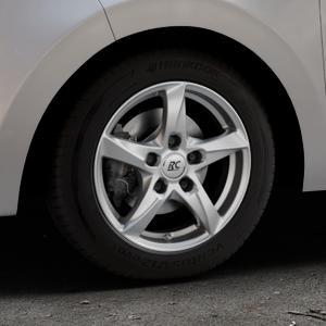 RC Design RC30 kristallsilber lackiert Felge mit Reifen in 14Zoll Winterfelge Alufelge auf silbernem Citroen C1 II ⬇️ mit 15mm Tieferlegung ⬇️ Industriehalle 1 Thumbnail