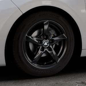 RC Design RC30 schwarz lackiert Felge mit Reifen in 15Zoll Winterfelge Alufelge auf silbernem Peugeot 208 Typ C ⬇️ mit 15mm Tieferlegung ⬇️ Industriehalle 1 Thumbnail