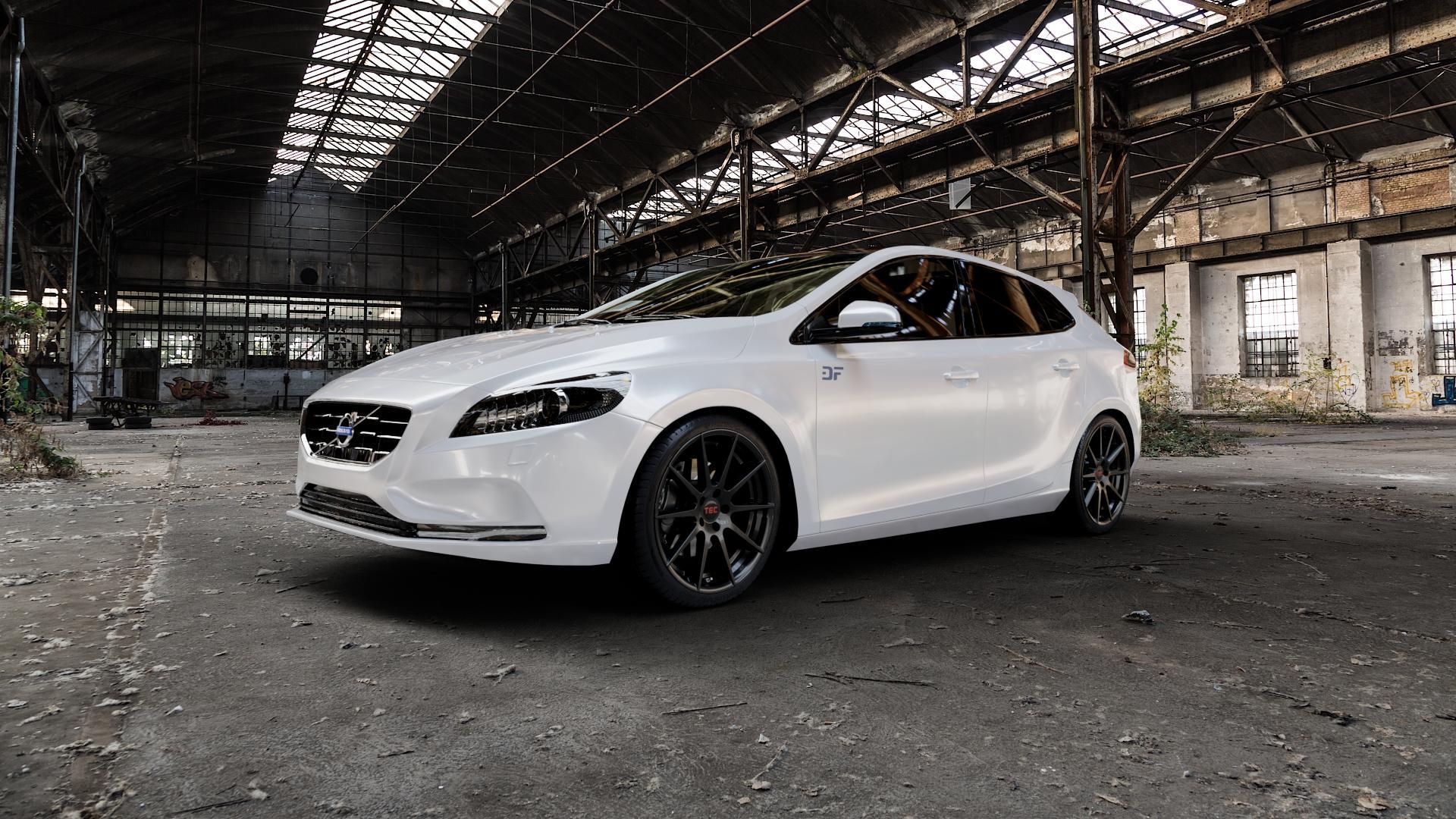 Tec Speedwheels GT7 Schwarz Glanz Felge mit Reifen in 19Zoll Winterfelge Alufelge auf weissem Volvo V40 II Typ M ⬇️ mit 15mm Tieferlegung ⬇️ Industriehalle 1 Camera_000