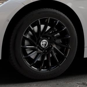 TOMASON TN16 Black painted Felge mit Reifen schwarz in 17Zoll Winterfelge Alufelge auf silbernem BMW 320i Typ F30 (Limousine) 328i 335i 320d 318d 316d 316i 330d xDrive EffDyn Edition 325d 335d ActiveHybrid 318i ⬇️ mit 15mm Tieferlegung ⬇️ Industriehalle 1 Thumbnail