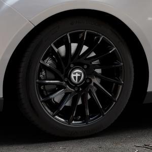 TOMASON TN16 Black painted Felge mit Reifen schwarz in 17Zoll Winterfelge Alufelge auf silbernem Ford Focus III Typ DYB Facelift (Turnier) ⬇️ mit 15mm Tieferlegung ⬇️ Industriehalle 1 Thumbnail