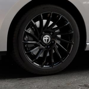 TOMASON TN16 Black painted Felge mit Reifen schwarz in 17Zoll Winterfelge Alufelge auf silbernem Seat Leon Typ 5F ST Facelift ⬇️ mit 15mm Tieferlegung ⬇️ Industriehalle 1 Thumbnail