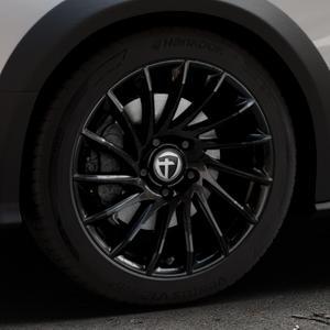 TOMASON TN16 Black painted Felge mit Reifen schwarz in 18Zoll Winterfelge Alufelge auf silbernem Audi A4 Typ 8KH/B8 Allroad ⬇️ mit 15mm Tieferlegung ⬇️ Industriehalle 1 Thumbnail