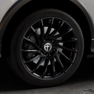 TOMASON TN16 Black painted Felge mit Reifen schwarz in 18Zoll Winterfelge Alufelge auf silbernem Audi Q2 Typ GA ⬇️ mit 15mm Tieferlegung ⬇️ Industriehalle 1 Thumbnail