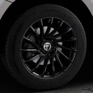 TOMASON TN16 Black painted Felge mit Reifen schwarz in 18Zoll Winterfelge Alufelge auf silbernem Audi Q5 I Typ 8R ⬇️ mit 15mm Tieferlegung ⬇️ Industriehalle 1 Thumbnail