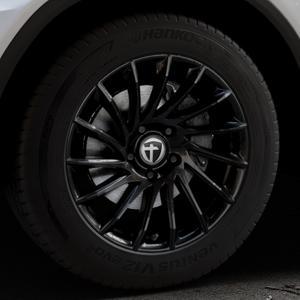 TOMASON TN16 Black painted Felge mit Reifen schwarz in 18Zoll Winterfelge Alufelge auf silbernem Mercedes GLC-Klasse Typ X253 ⬇️ mit 15mm Tieferlegung ⬇️ Industriehalle 1 Thumbnail