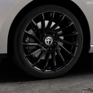 TOMASON TN16 Black painted Felge mit Reifen schwarz in 18Zoll Winterfelge Alufelge auf silbernem Seat Leon Typ 5F ST Facelift ⬇️ mit 15mm Tieferlegung ⬇️ Industriehalle 1 Thumbnail