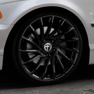 TOMASON TN16 Black painted Felge mit Reifen schwarz in 19Zoll Winterfelge Alufelge auf silbernem BMW 316i Typ E46 (Limousine) 318i 320i 323i 328i 325i 330d 330xd 330i 318d 320d 325xi 330xi ⬇️ mit 15mm Tieferlegung ⬇️ Industriehalle 1 Thumbnail