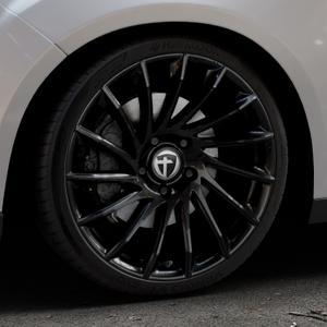 TOMASON TN16 Black painted Felge mit Reifen schwarz in 19Zoll Winterfelge Alufelge auf silbernem Ford Focus III Typ DYB Facelift (Schrägheck) ⬇️ mit 15mm Tieferlegung ⬇️ Industriehalle 1 Thumbnail