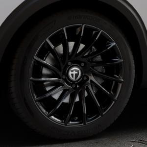 TOMASON TN16 Black painted Felge mit Reifen schwarz in 19Zoll Winterfelge Alufelge auf silbernem Peugeot 5008 Typ M ⬇️ mit 15mm Tieferlegung ⬇️ Industriehalle 1 Thumbnail