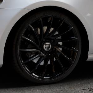TOMASON TN16 Black painted Felge mit Reifen schwarz in 19Zoll Winterfelge Alufelge auf silbernem Volkswagen (VW) Golf 7 ⬇️ mit 15mm Tieferlegung ⬇️ Industriehalle 1 Thumbnail