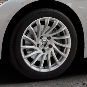 TOMASON TN16 Bright Silver Felge mit Reifen silber in 17Zoll Winterfelge Alufelge auf silbernem BMW 320i Typ F30 (Limousine) 328i 335i 320d 318d 316d 316i 330d xDrive EffDyn Edition 325d 335d ActiveHybrid 318i ⬇️ mit 15mm Tieferlegung ⬇️ Industriehalle 1 Thumbnail