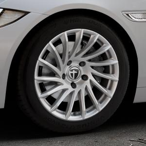 TOMASON TN16 Bright Silver Felge mit Reifen silber in 17Zoll Winterfelge Alufelge auf silbernem Jaguar XE Typ JA ⬇️ mit 15mm Tieferlegung ⬇️ Industriehalle 1 Thumbnail