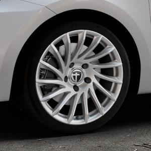 TOMASON TN16 Bright Silver Felge mit Reifen silber in 17Zoll Winterfelge Alufelge auf silbernem Suzuki Swift VI Typ AZ ⬇️ mit 15mm Tieferlegung ⬇️ Industriehalle 1 Thumbnail
